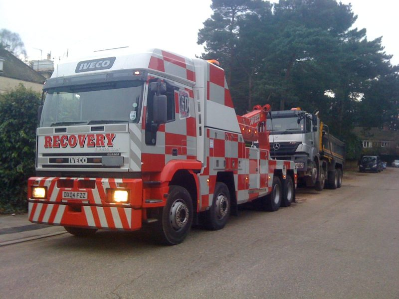 Iveco recovery unit recovering tipper